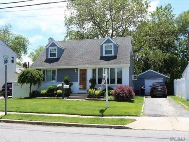 4 BR,  2.00 BTH  Cape style home in Franklin Square