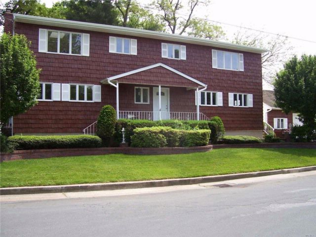 6 BR,  4.56 BTH  Colonial style home in Lindenhurst