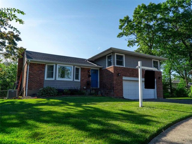3 BR,  2.50 BTH  Split style home in East Meadow