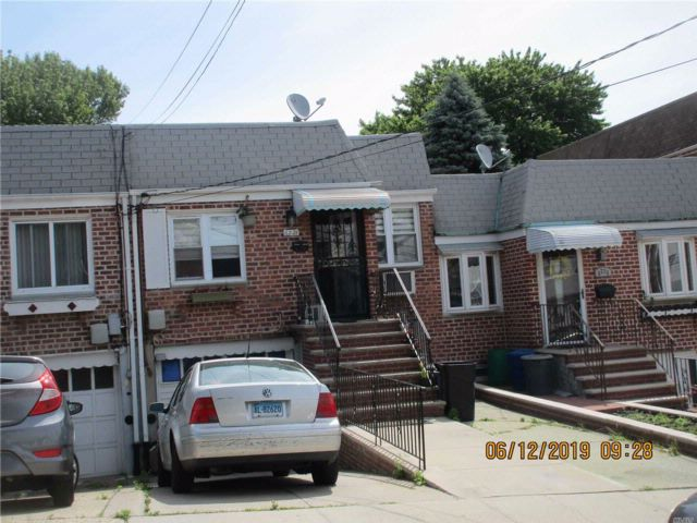 2 BR,  2.00 BTH Hi ranch style home in Middle Village