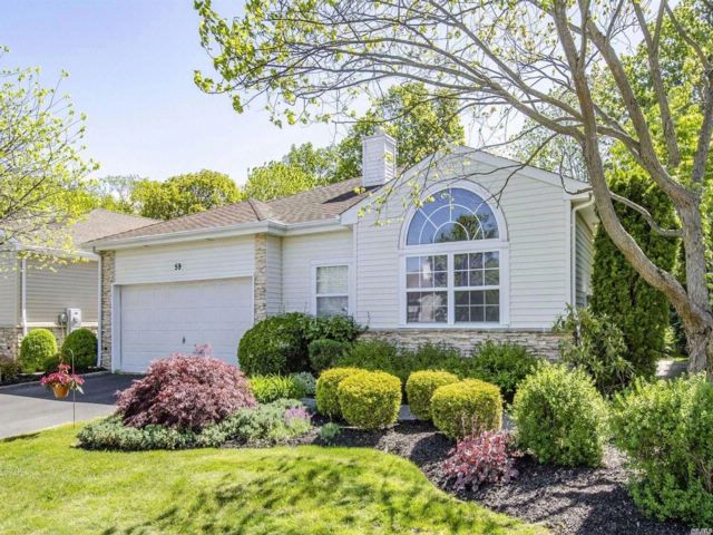 3 BR,  2.50 BTH  Condo style home in Hauppauge