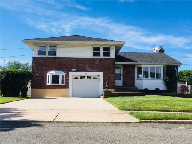 4 BR,  3.00 BTH  Split style home in Syosset