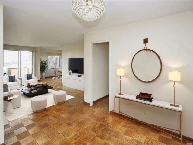 2 BR,  2.00 BTH Co-op style home in Forest Hills