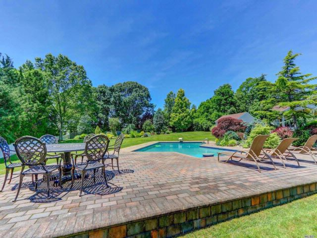 5 BR,  4.50 BTH Exp ranch style home in Dix Hills