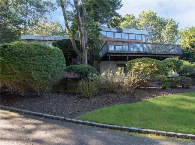 4 BR,  3.50 BTH Post modern style home in Smithtown