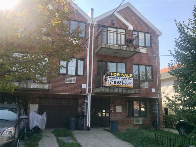 8 BR,  5.50 BTH Contemporary style home in Jackson Heights