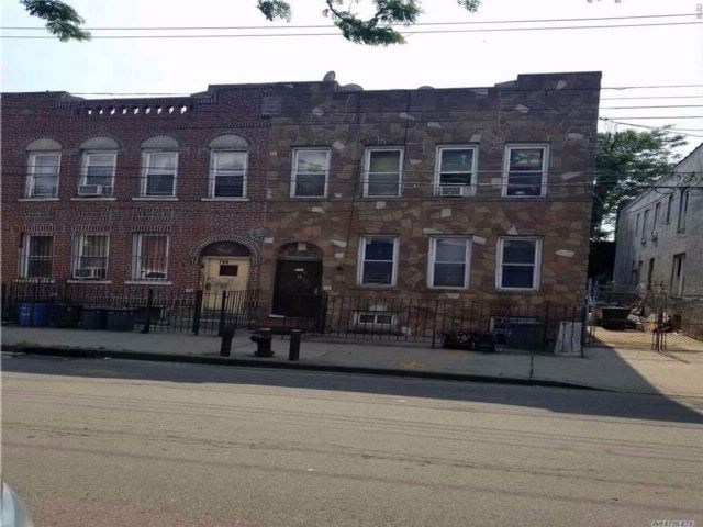 4 BR,  3.00 BTH  2 story style home in East New York