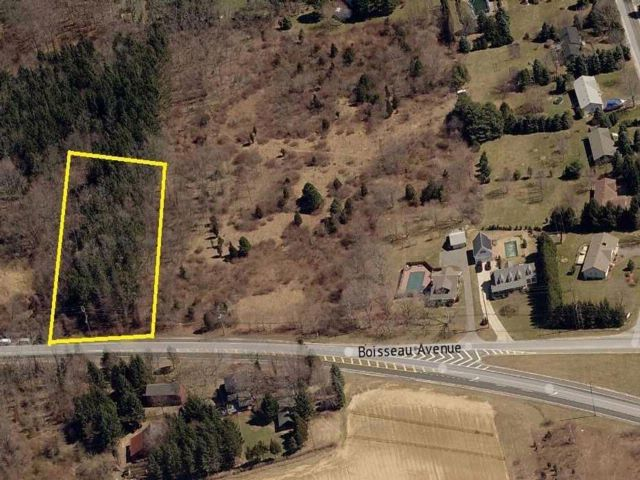 Lot <b>Size:</b> .5  Land style home in Southold