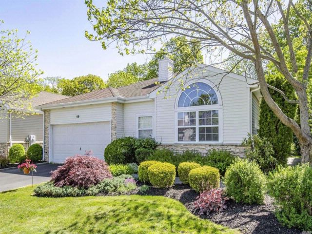 3 BR,  2.50 BTH  Ranch style home in Hauppauge