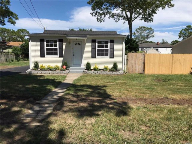 3 BR,  1.00 BTH  Ranch style home in Centereach
