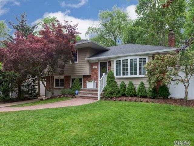 3 BR,  2.00 BTH Split style home in East Northport