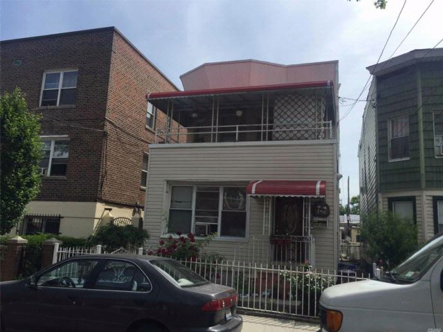 7 BR,  3.50 BTH Colonial style home in Woodside
