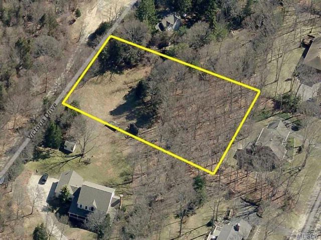 Lot <b>Size:</b> .68  Land style home in Southold