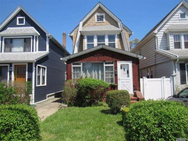 3 BR,  2.00 BTH Colonial style home in Forest Hills