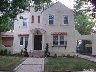 4 BR,  3.50 BTH  2 story style home in Bellerose Manor