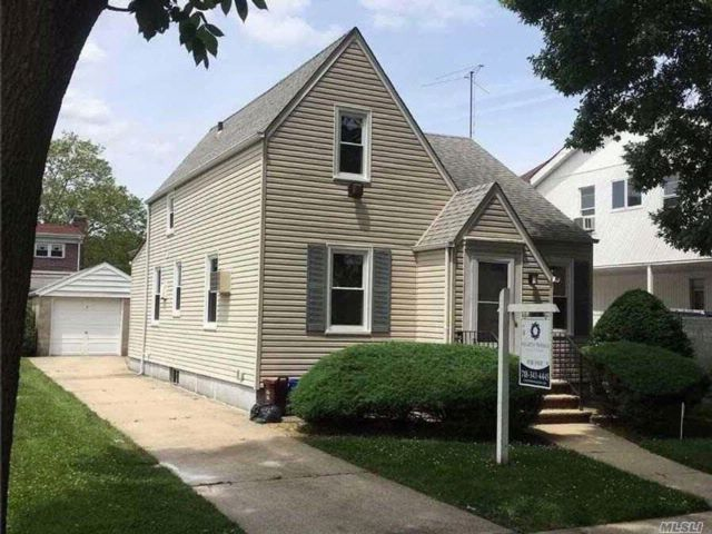 3 BR,  1.00 BTH Cape style home in Bellerose