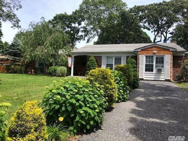 4 BR,  2.00 BTH Ranch style home in Holtsville
