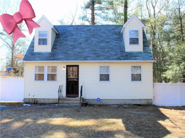 4 BR,  2.00 BTH  Cape style home in Medford