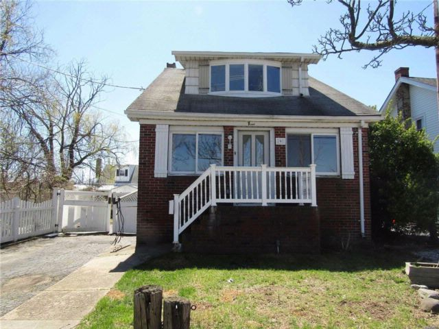 3 BR,  1.00 BTH Colonial style home in Freeport