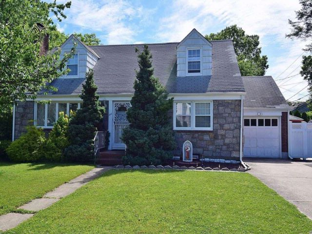 4 BR,  2.50 BTH Cape style home in West Hempstead