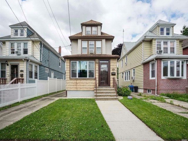 3 BR,  1.00 BTH Colonial style home in Bellerose