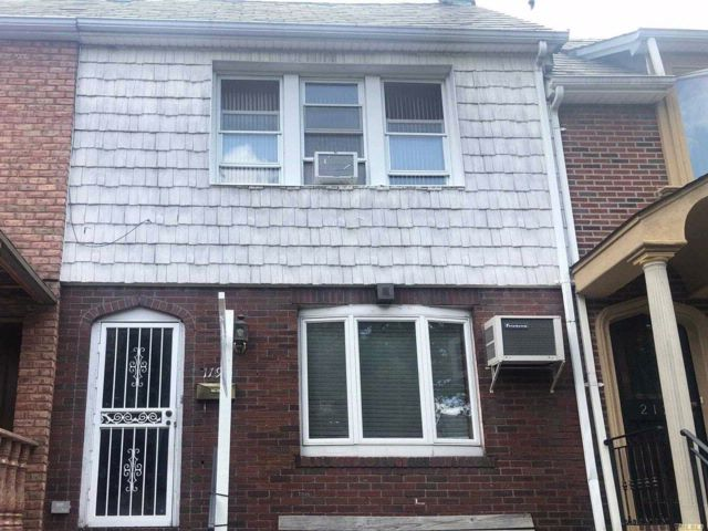 3 BR,  1.00 BTH  Colonial style home in Astoria