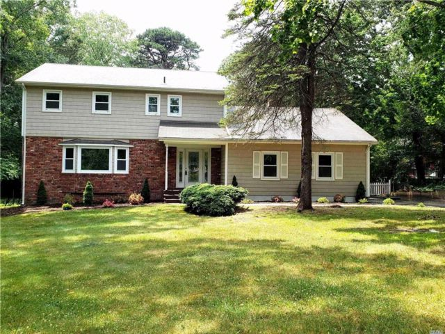 4 BR,  2.50 BTH Colonial style home in Wading River