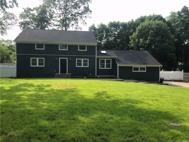5 BR,  3.00 BTH Colonial style home in Shoreham