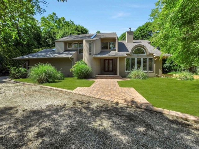 4 BR,  3.00 BTH Contemporary style home in Wading River