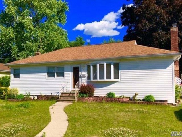 3 BR,  1.50 BTH  Ranch style home in North Babylon