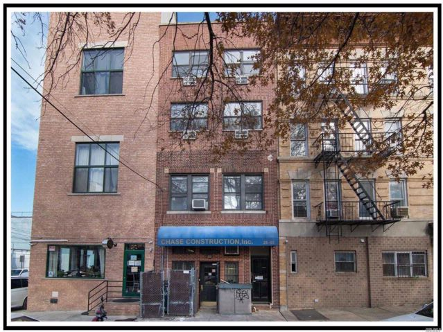 2 BR,  4.00 BTH Store+dwell style home in Long Island City