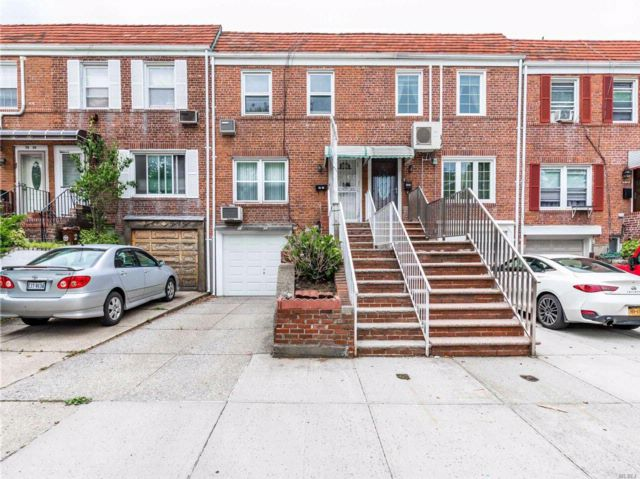 3 BR,  2.50 BTH  Townhouse style home in Fresh Meadows