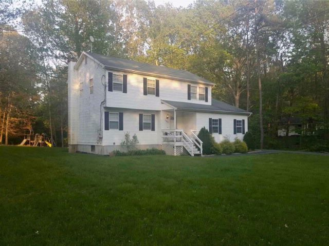 4 BR,  2.50 BTH  Colonial style home in Ridge