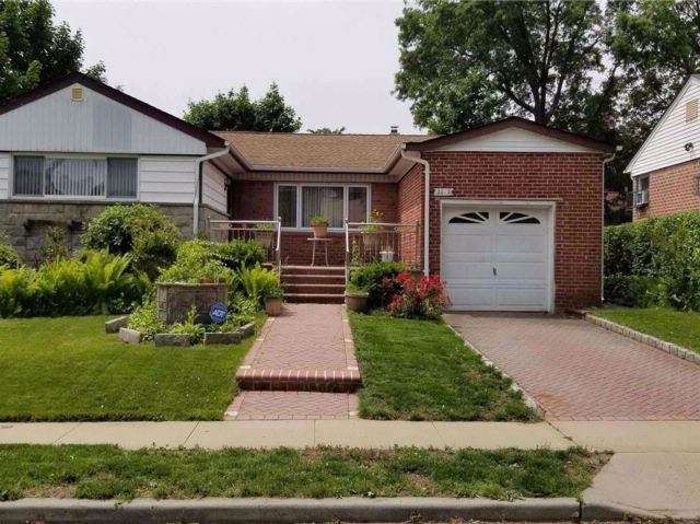 4 BR,  2.00 BTH  Ranch style home in Elmont