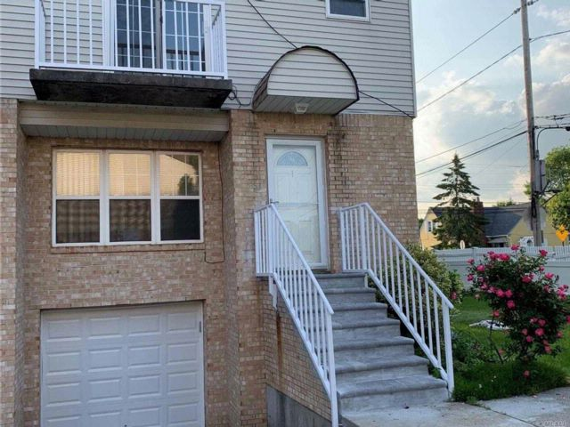 3 BR,  2.50 BTH 2 story style home in Elmont