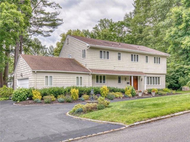 4 BR,  3.00 BTH Colonial style home in East Hills