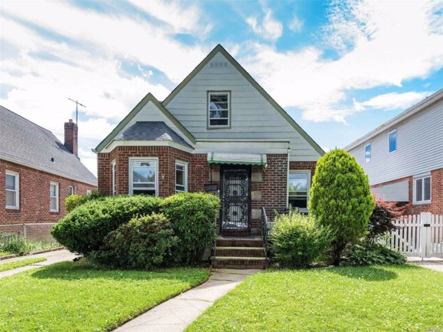 4 BR,  3.50 BTH Cape style home in Fresh Meadows