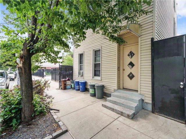 10 BR,  5.00 BTH  Other style home in Greenpoint