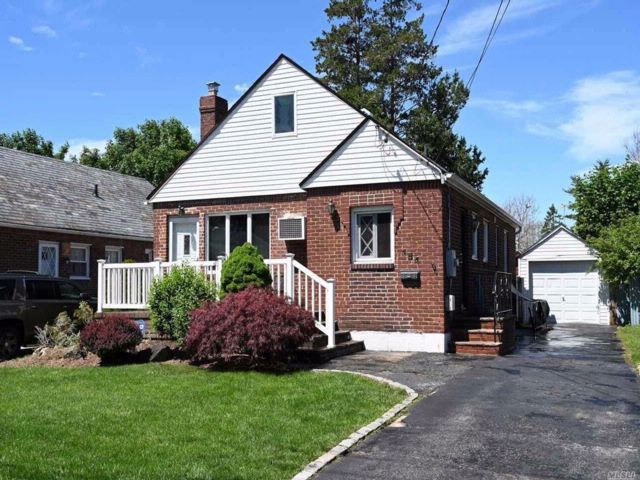 [Franklin Square Real Estate, listing number 3074871]