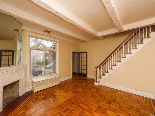 4 BR,  3.00 BTH Tudor style home in St. Albans