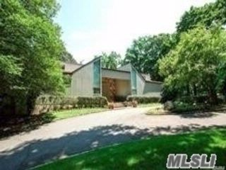 4 BR,  4.50 BTH Contemporary style home in Old Westbury