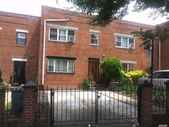 4 BR,  1.55 BTH 2 story style home in Crown Heights
