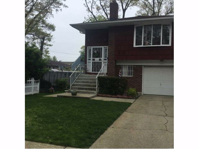 5 BR,  2.00 BTH Hi ranch style home in Hempstead
