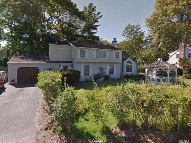 3 BR,  3.00 BTH Colonial style home in Babylon