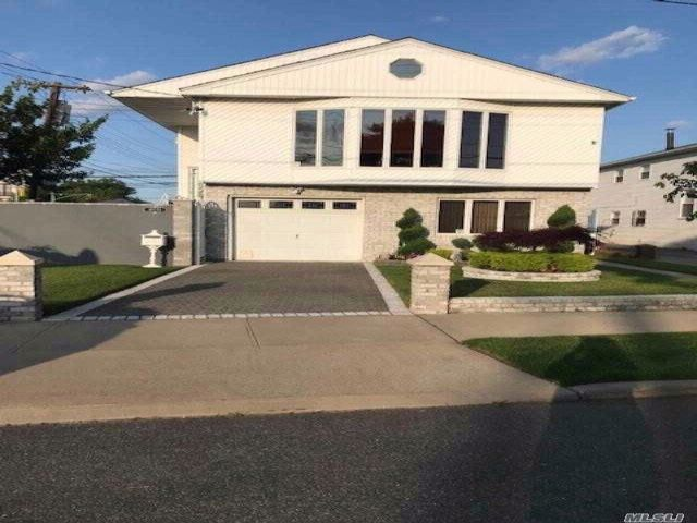 5 BR,  2.00 BTH  Hi ranch style home in Howard Beach