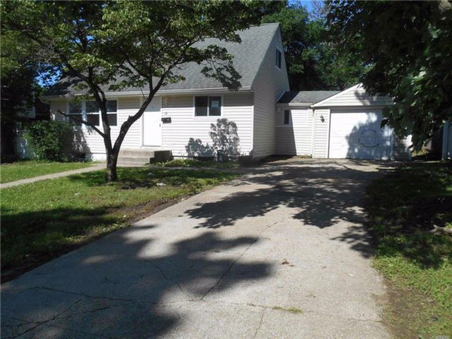 [Central Islip Real Estate, listing number 3075286]