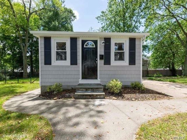 2 BR,  2.00 BTH  Ranch style home in Ronkonkoma