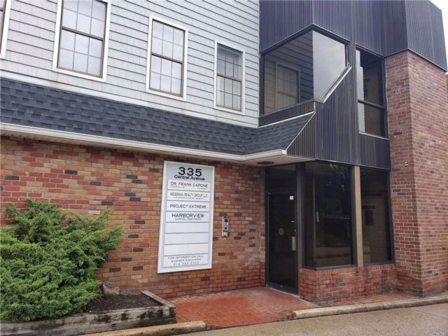Studio,  0.00 BTH Office bldg style home in Lawrence