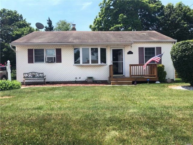 3 BR,  1.00 BTH  Ranch style home in North Babylon