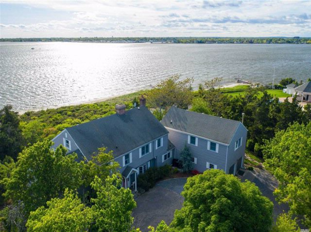 5 BR,  4.56 BTH Colonial style home in Islip